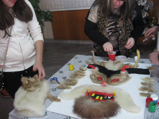 Сурвакарска работилница за сувенири отваря врати в Младежки дом Мошино