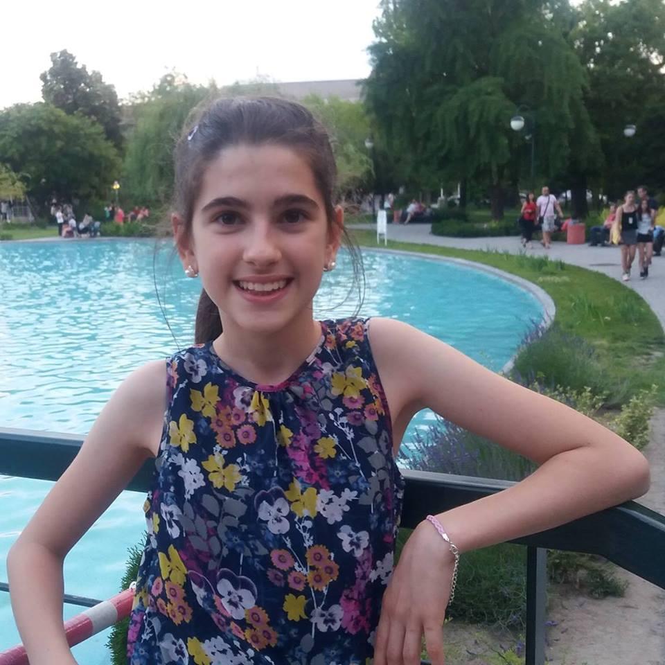 Още една пернишка гордост! Ученичка от ПМГ отива на Национална олимпиада по физика и астрономия