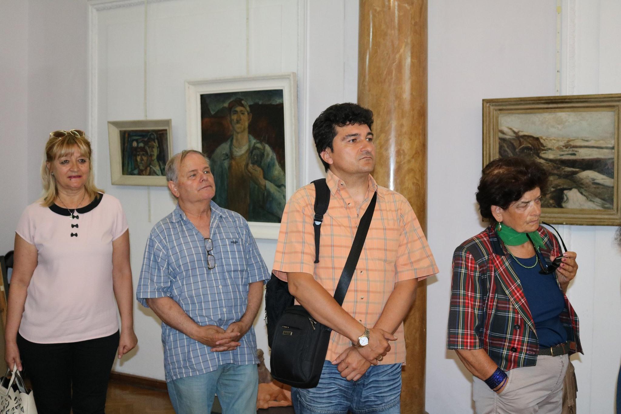 """22 – ма творци подредиха изложба в галерия """"Любен Гайдаров"""""""