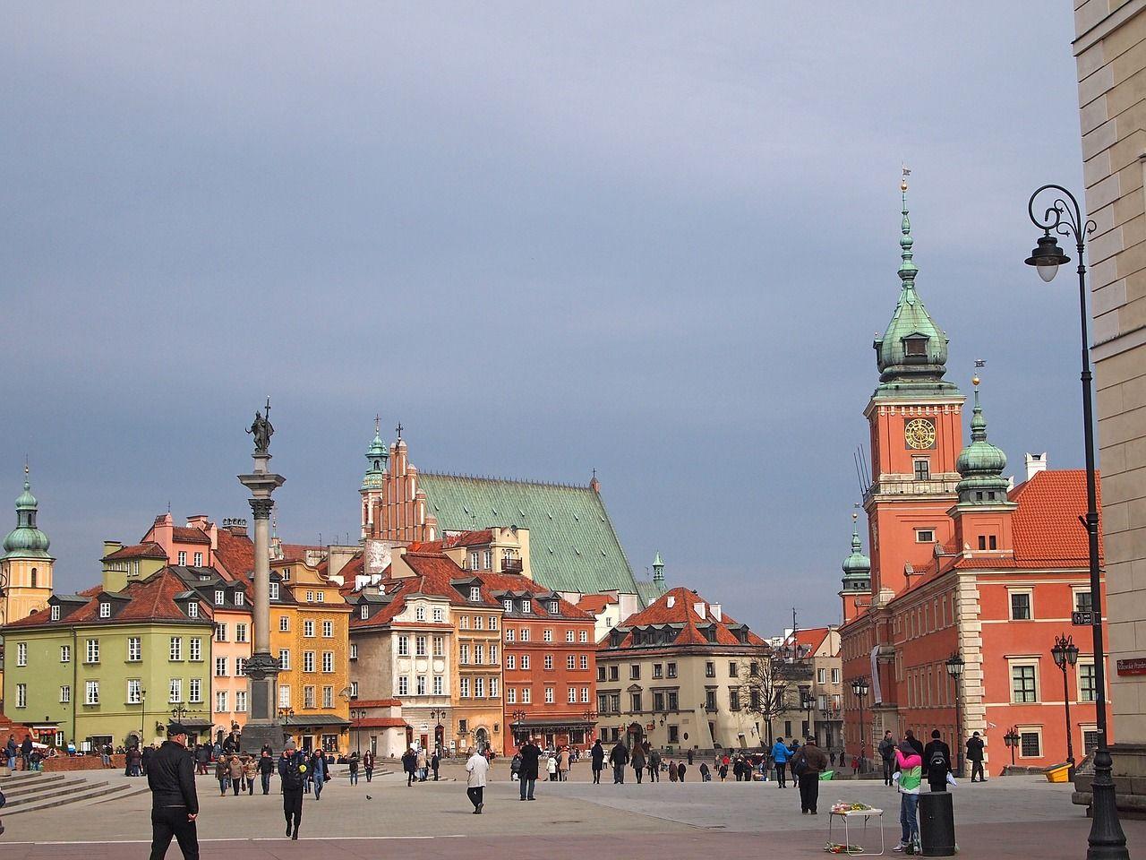 """Полша освобождава млади хора от данък върху доходите, за да спре """"изтичането на мозъци"""""""