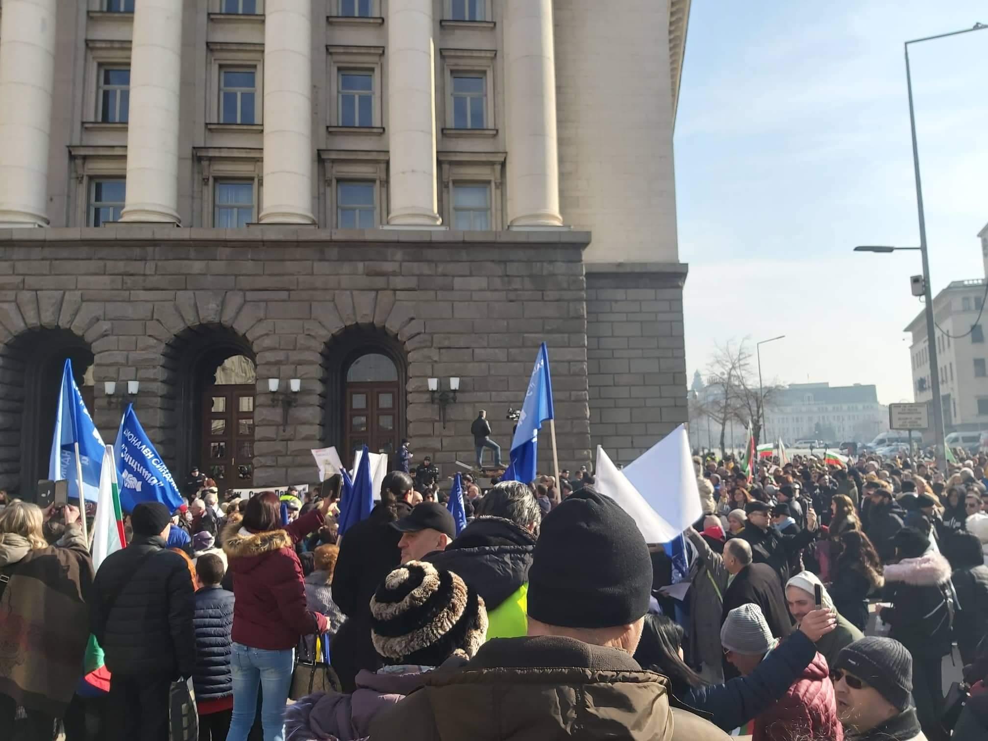 Перник протестира пред Министерски съвет