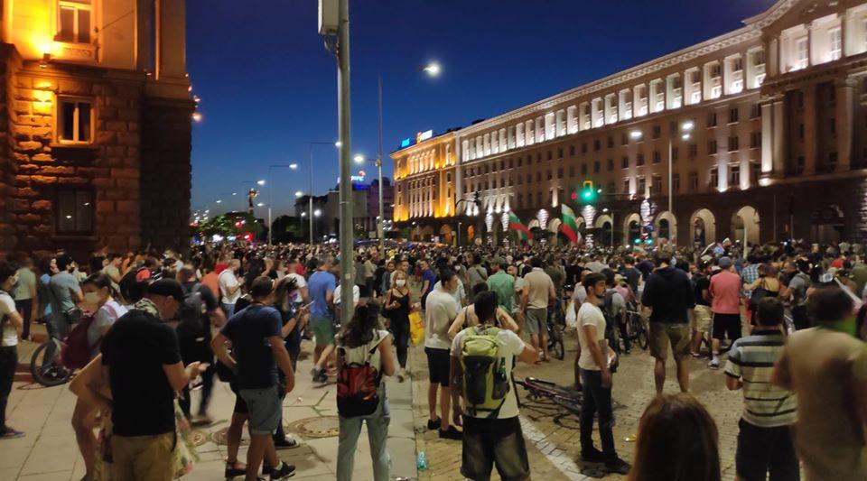 Протестите в София и други градове продължават