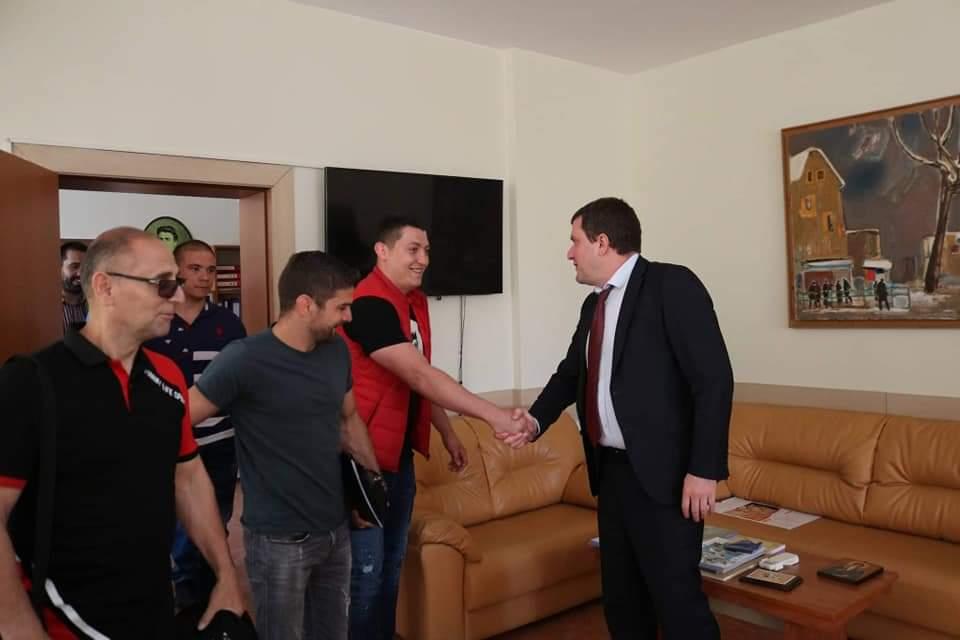 Кметът Владимиров към шампионите от Перник: Ще продължим да подпомагаме спорта