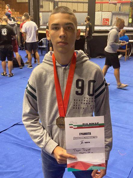 Медалист по ММА посвети победата си на благородна кауза